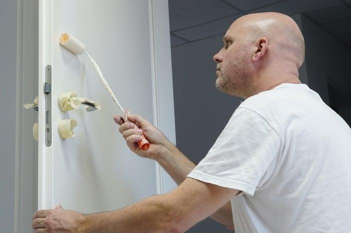 pintar puertas de blanco en casa