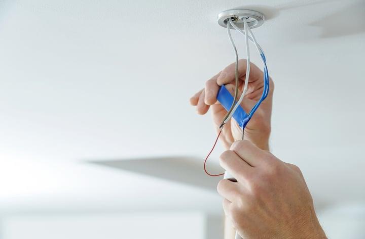 como instalar una lampara de techo paso a paso