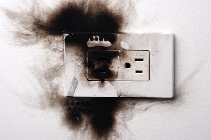 enchufe quemado
